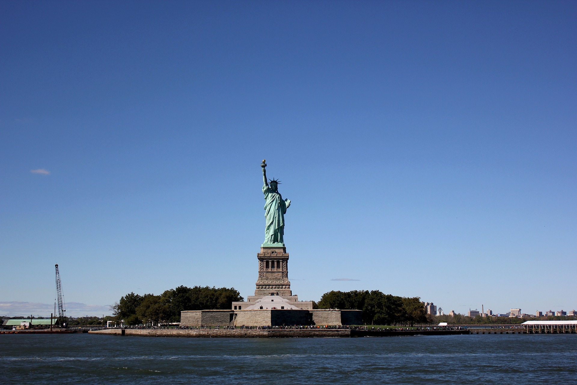 the-statue-of-liberty-748619_1920